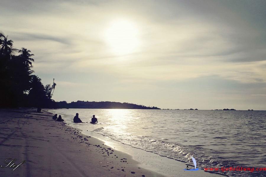 pantai dedaun Belitung Go Belitung