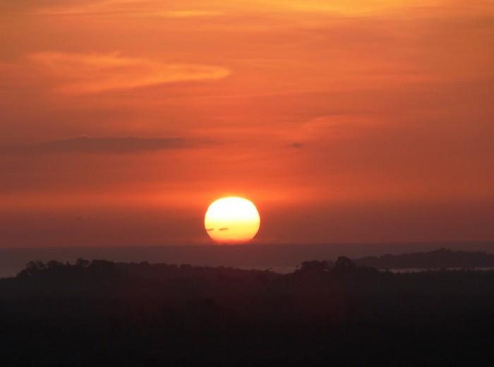 coucher de soleil bukit paramon Belitung Indonésie