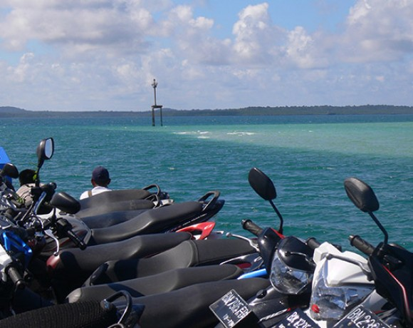 en Bateau vers Selat Nasik Belitung Indonésie Go Belitung